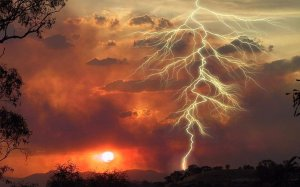 http://strangesounds.org/2013/07/amazing-technology-fantastic-videos-of-lightning-strikes-slowed-down.html